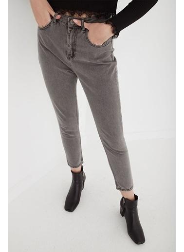 Fashion Friends Fashion Friends Yüksel Bel Cepli Fermuarlı Mom Light Grey Wash Kadın Jean Pantolon Gri